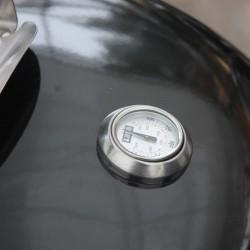 387-termosonda-zabudovana-v-poklopu-ukazuje-vysi-teploty-uvnitr-grilu